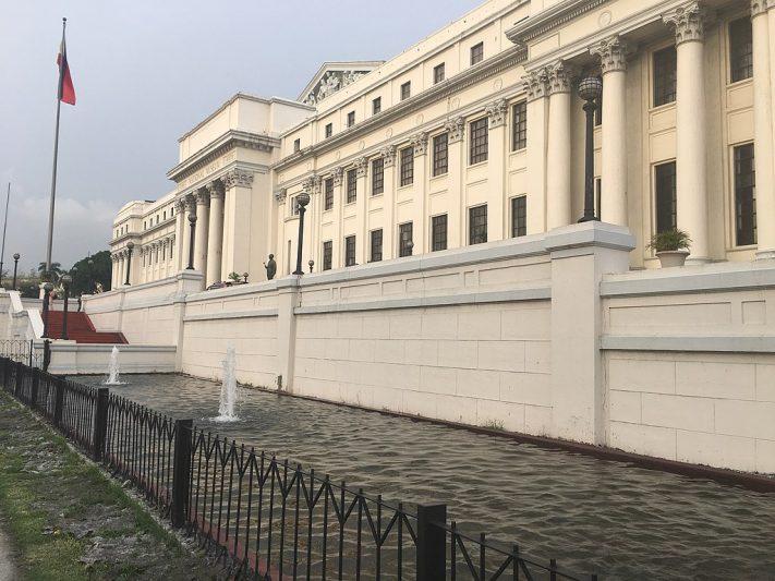 חזית המוזיאון
