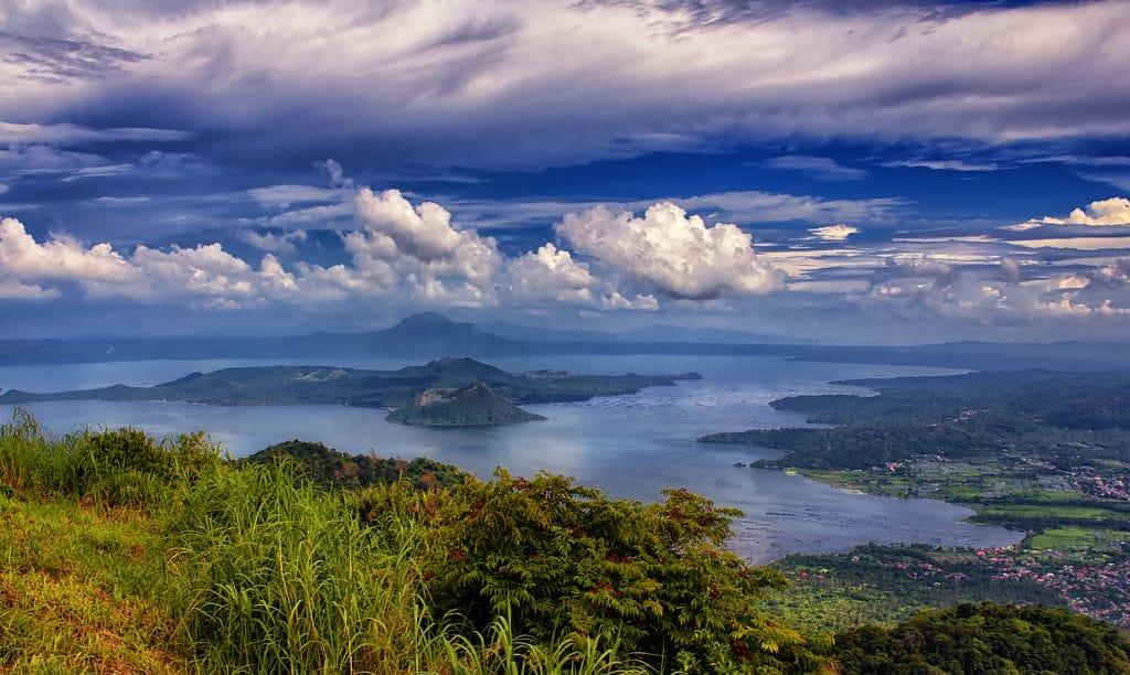 טיול לפסגת הר הגעש טאאל