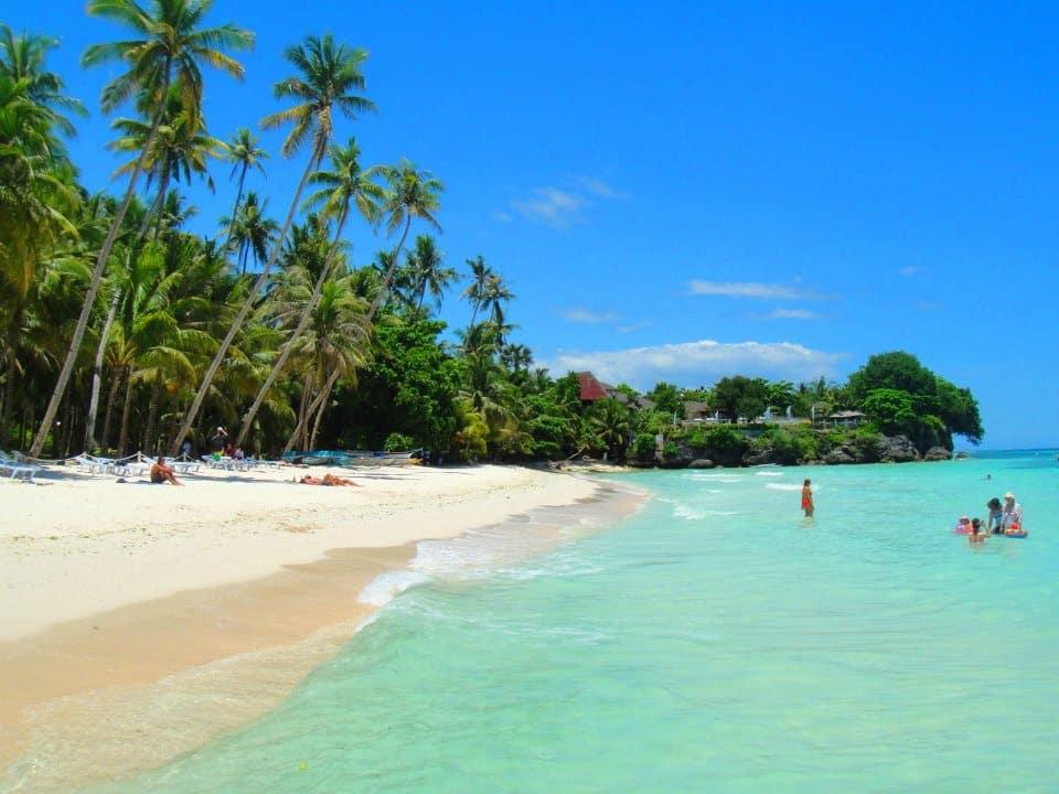 חוף אלונה האי פנגלאו